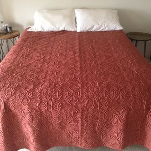 NWOT -West Elm Queen Bed Coverlet